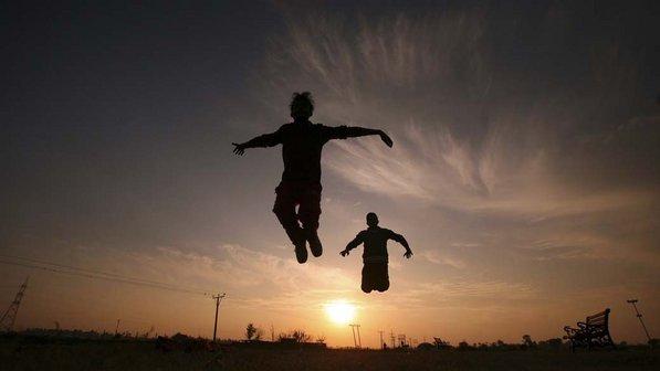Garotos-exercicio-parque-india-20120109-size-598