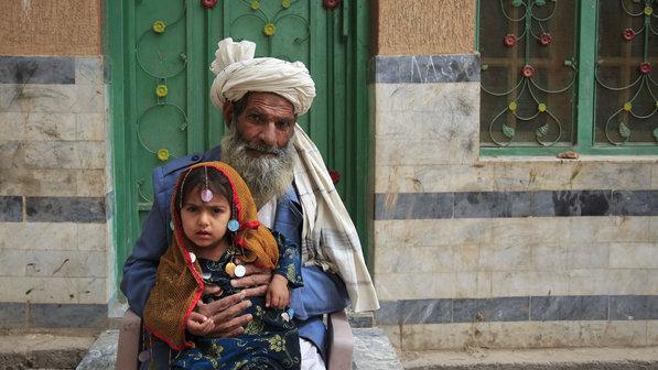 Homem-neta-degraus-paquistao-20120320-size-598