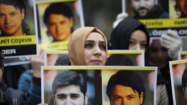Manifestantes-protesto-presidente-siria-turquia-20120315-size-598